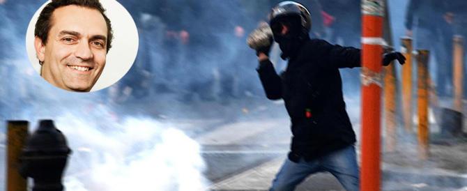 Scandalo a Napoli, schiaffo di De Magistris agli agenti feriti: niente solidarietà