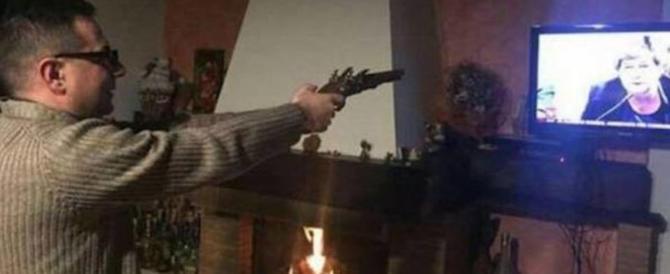 """Don Pippo Larosa è il prete cowboy: """"spara"""" contro la Camusso in tv"""
