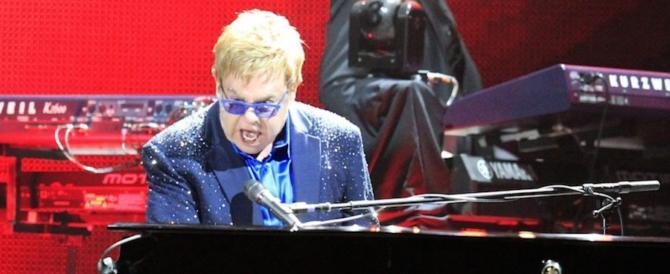 Elton John, 70 anni tra polemiche e musica. Festa in Usa con Lady Gaga
