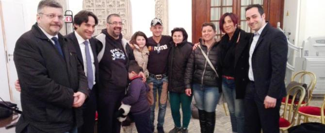 Famiglie italiane al campo rom, Schiuma: «Umiliante, la Raggi agisca»