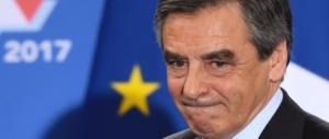 Fillon messo in ginocchio dallo scandalo e dalla Le Pen: «Non mi ritiro»