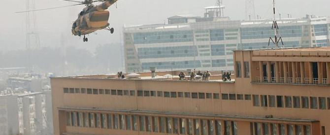 L'Isis attacca l'ospedale di Kabul, oltre 30 morti: terroristi vestiti da medici