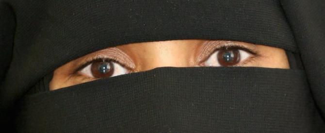 14enne rasata dalla madre per il no al velo islamico resta in comunità