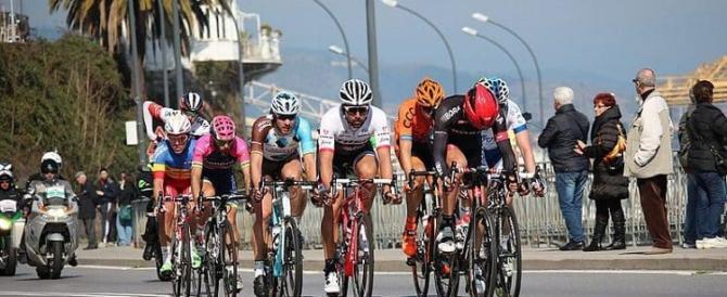 Nomadi rubano le biciclette della Milano-Sanremo: ciclisti appiedati