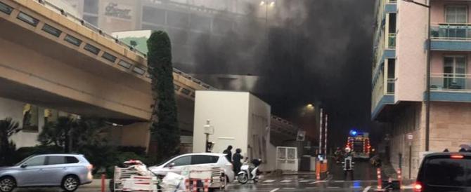 Paura a Montecarlo: si fingono terroristi e rapinano Cartier (VIDEO)