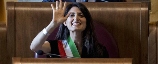 Roma nel caos rifiuti. Renzi: la puliamo noi. Raggi: è in atto un sabotaggio