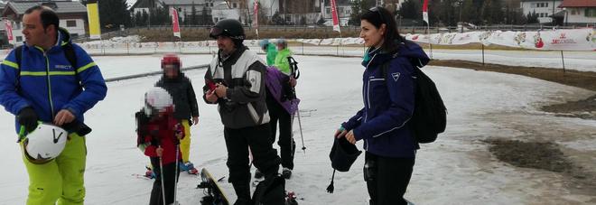 """Bufera sulla Raggi: """"Non è andata alle Fosse Ardeatine per andare a sciare"""""""