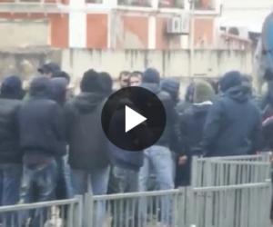 A Sassari l'amichevole si trasforma in guerriglia: 6 feriti (VIDEO)
