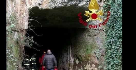 """Roma, il """"tunnel di Mussolini"""" invaso dai rifiuti è di nuovo impraticabile"""