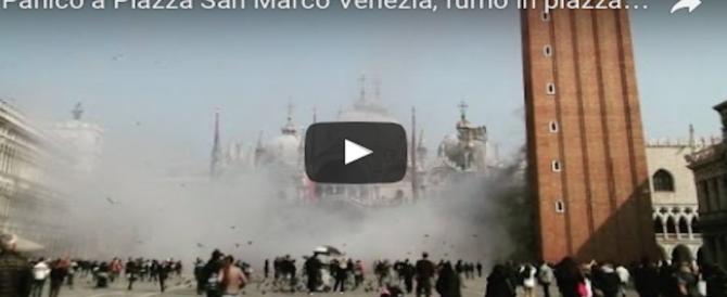 Venezia, panico in Piazza San Marco invasa dal fumo per coprire una rapina (video)