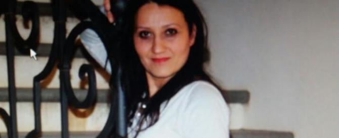 Donna uccisa a Cirò Marina, fermato il vicino di casa: la folla tenta di linciarlo