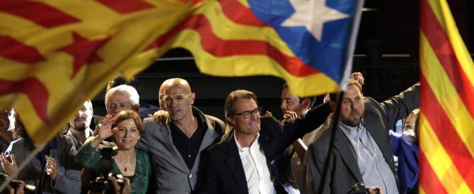 """Catalogna, Artur Mas colpevole di """"disobbedienza"""". Interdizione per due anni"""