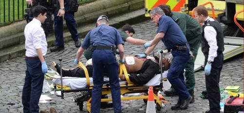 """La polizia inglese: """"L'assalitore ha agito da solo, con l'auto e il coltello"""""""