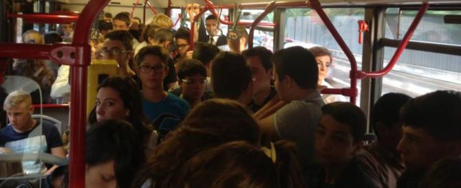 Immigrato molestava i minori sul bus a Roma e li filmava sul cellulare