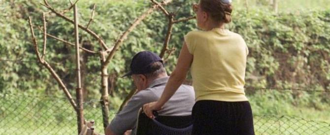 Badante svuota il conto di un anziano: denunciata per circonvenzione d'incapace