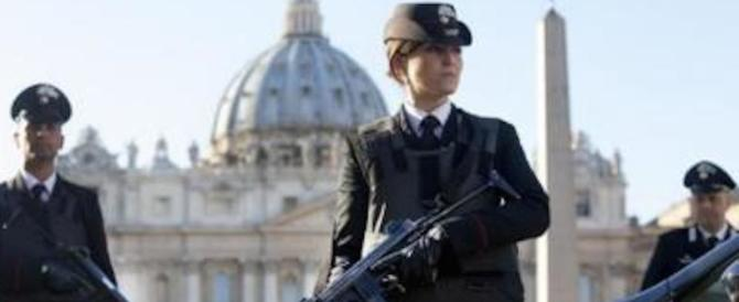 Migranti e barboni in Vaticano: quando l'ordine di sgombero piace al Papa