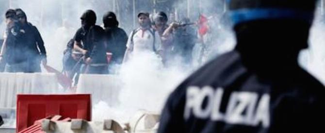 La violenza dei centri sociali a Napoli, la condanna dev'essere senza appello