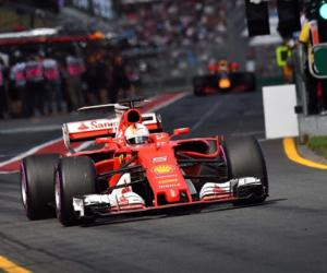 F1, alba trionfale per la Ferrari: Vettel vince il Gp d'Australia (VIDEO)