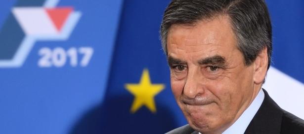 Francia, piuttosto che rinunciare Fillon inventa un complotto ai suoi danni