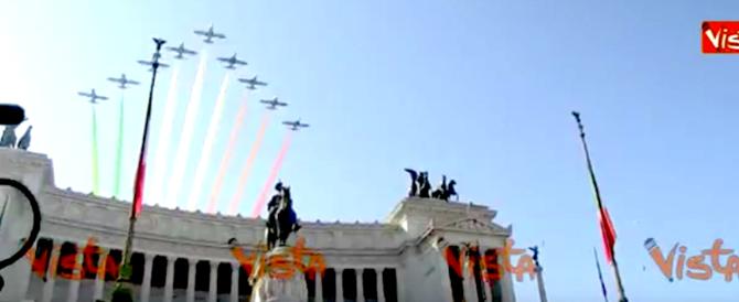 Festa dell'Unità d'Italia, il volo delle Frecce Tricolore sul Vittoriano (video)