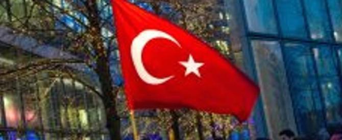 Francia, attacco hacker al governo: mezzaluna e messaggi pro Erdogan