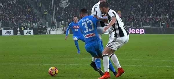 """Telecronisti di Juventus-Napoli nel mirino. La Rai: """"Dai tifosi napoletani critiche ingiuste"""""""