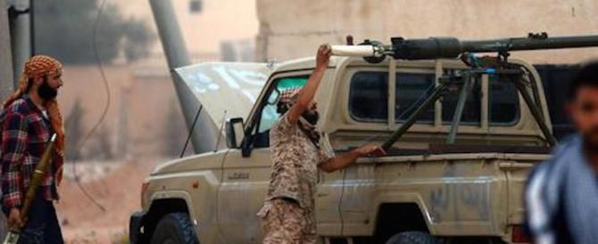 Carri armati in strada a Tripoli. Le Nazioni Unite: tutelare i civili