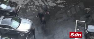 In un video la fuga di Theresa May da Westminster dopo l'attacco