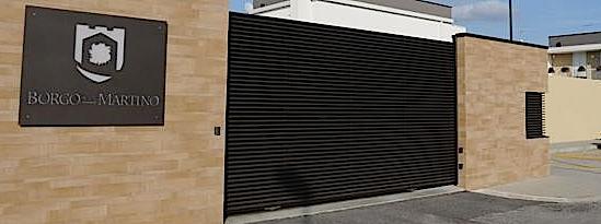 Treviso, bufera sul muro del residence. Il sindaco Pd: rispettare la privacy…