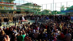 C'erano tutti gli abitanti del quartiere per la visita del Papa, tranne la Raggi