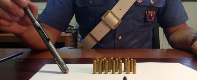 Napoli, raccoglie una penna-pistola da terra: colpito al cuore