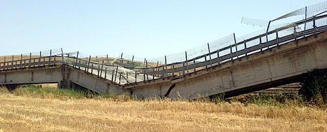 Cavalcavia caduto ad Ancona, i precedenti furono a Lecco e Licata