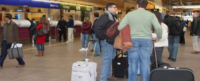 Provano a imbarcarsi per la Spagna coi documenti falsi: fermati 2 nigeriani