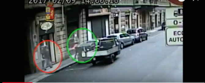 """Rapinatore seguiva le ragazzine e le """"ripuliva"""" nel portone di casa (video)"""
