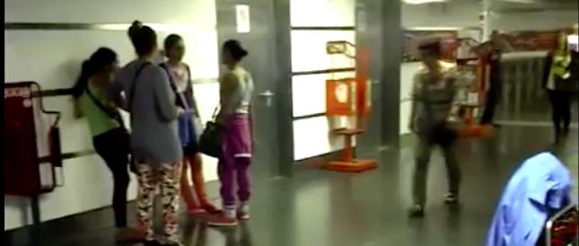 Bambini rom a scuola di borseggio: 7 arresti in metropolitana (VIDEO)
