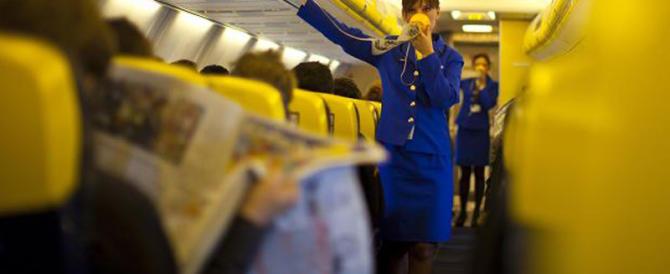"""Hostess italiana vince la causa con Ryanair: """"Costretta a turni da schiava"""""""