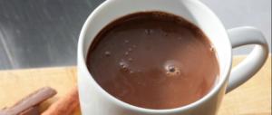 Il sale uccide sempre più: la cioccolata calda è più dannosa delle patatine