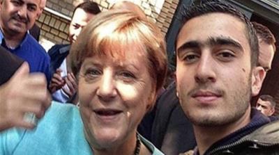 "Selfie del rifugiato con la Merkel: ""Quella foto ha rovinato la mia vita…"""