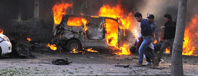 L'Isis in rotta ovunque colpisce Damasco al cuore: decine di morti
