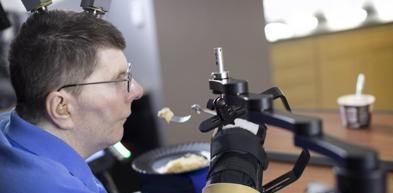 Tetraplegico torna a muovere un braccio grazie a un impianto hi-tech