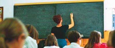 I maestri senza laurea rischiano il posto. E il ministro non ha neanche la Maturità…