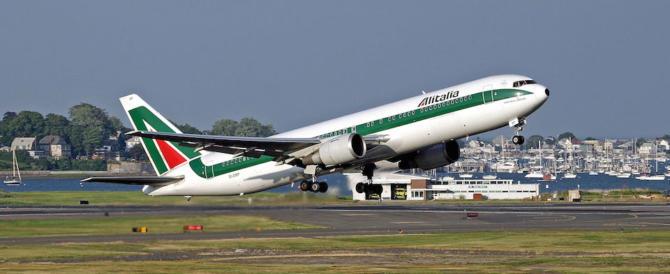 """Appello di Alitalia: """"Il nuovo governo faccia presto, il carburante sta finendo"""""""