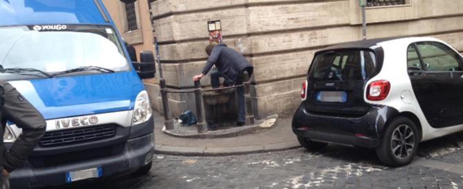 E alla fontanella di via della Scofa andò in scena il pediluvio del barbone