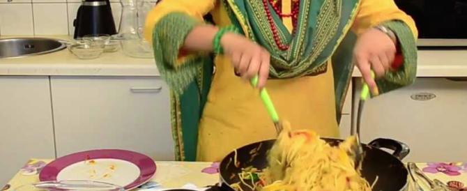 Picchia la moglie che ha cucinato senza permesso: arrestato bengalese
