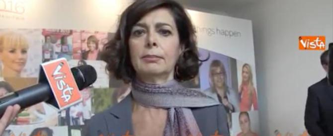 """La Boldrini va a Tor Bella Monaca e il web insorge: """"Razzista, odi gli italiani"""""""