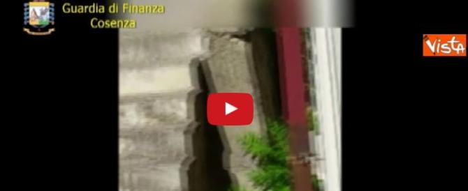 Furbetti del cartellino, 20 indagati e 12 fermi a Cosenza. Ecco come agivano (video)