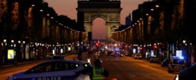 Terrore a Parigi, spari sugli Champs-Élysées: morti poliziotto e aggressore