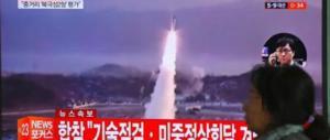 Nord Corea, Kim ispeziona l'esercito: «Le nostre tigri pronte alla guerra»