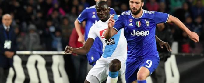 Serata di sangue dopo Napoli-Juventus: ragazzino accoltellato su uno scooter