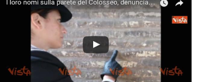 Nuovi sfregi al Colosseo: turista incide i nomi di moglie e figlia, arrestato (video)